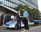 Showing the idea of solar mobility to Ban Ki Moon, Secretary General of United Nations, in New York